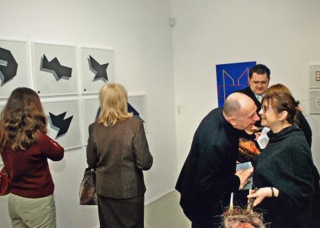 Na pierwszym planie kurator wystawy Getulio Alviani (włoski artysta, twórca idei darowizny na rzecz Vukovaru)