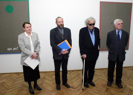 Od lewej kuratorka wystawy Zenobia Karnicka (Dział Sztuki Nowoczesnej), dyr. Mirosław Borusiewicz (ms), Andrzej Dłużniewski, Jacek Ojrzyński (wicedyrektor ms)