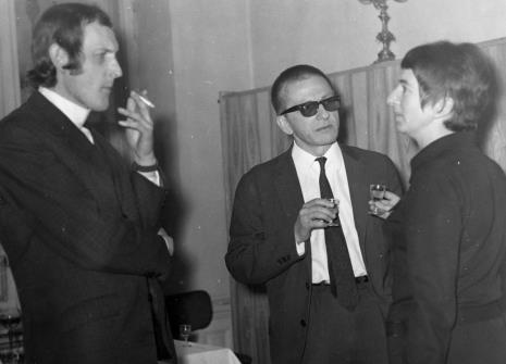 Od lewej Zbigniew Gostomski, dyr. Ryszard Stanisławski, Hanka Ptaszkowska (Galeria Foksal w Warszawie)