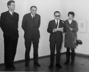 Od lewej Petr Planer (przedstawiciel ambasady Czechosłowacji), Jiři Kotalik (dyrektor Narodni Galerie w Pradze), dyr. Ryszard. Stanisławski, red. Krystyna Tamulewicz (Polskie Radio)