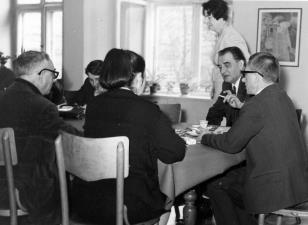 Od lewej Szymon Bojko, red. Gustaw Romanowski, red. Ewa Garztecka (tyłem), Jiři Kotalik (dyrektor Narodni Galerie w Pradze), Janina Ojrzyńska (Dział Naukowo - Oświatowy), dyr. Ryszard Stanisławski