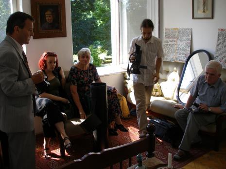 Od lewej Adam Paczkowski, Paulina Woszczak (Dział Dokumentacji Naukowej), Mirosława Motucka (kierownik Działu Dokumentacji Naukowej), x, dr Jacek Ojrzyński (wicedyrektor ms)