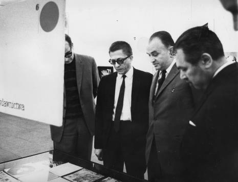 Od lewej x, dyr. Ryszard Stanisławski, Ryszard Stefańczyk (kierownik Wydziału Kultury i Sztuki RN w Łodzi), dyr. Ryszard Brudzyński (MSŁ)