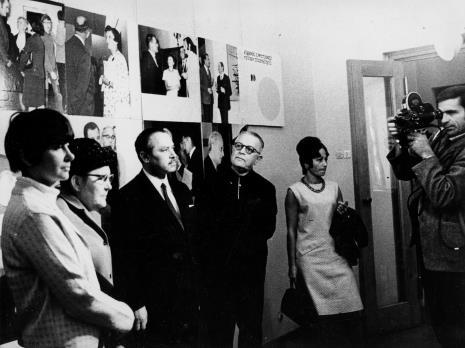 Od lewej x, tow. Michalina Tatarkówna-Majkowska (b. członek KC PZPR), dyr. Ryszard Brudzyński, x, x, kamerzysta TVP