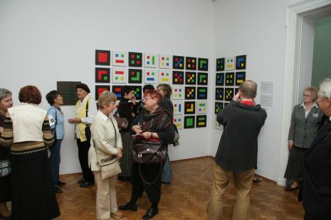 W środku z brązową torbą Marta Ertman (Dział Sztuki Polskiej)