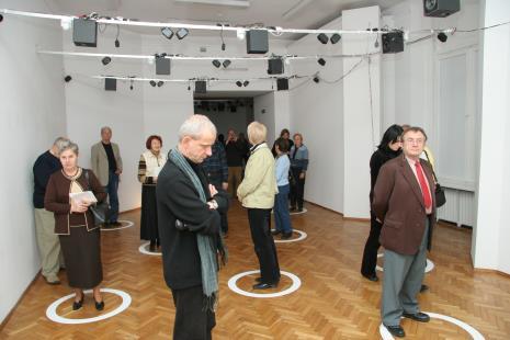 Na pierwszym planie Janusz Głowacki (Galeria 86 w Łodzi)