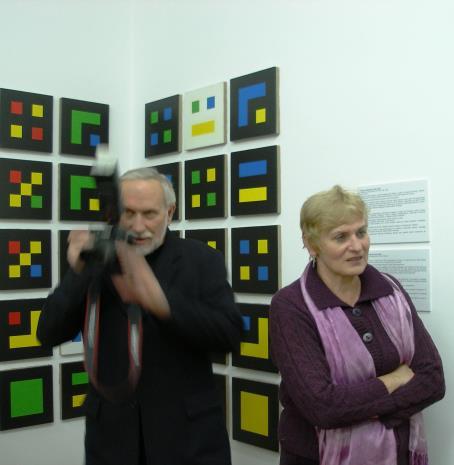 Piotr Tomczyk (fotograf ms) i Mirosława Motucka (kier. Działu Dokumentacji Naukowej)