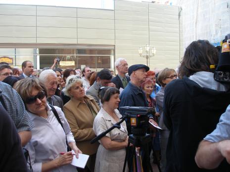 Publiczność na otwarciu nowego budynku ms2